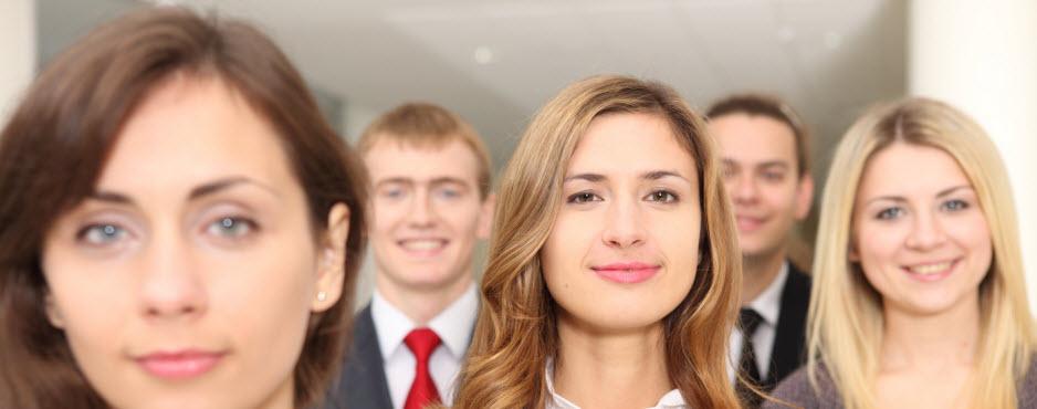 clientes ideales para contratar seguros de vida y ahorro, gente joven